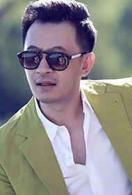 男明星黄海波时尚西装街拍照