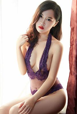 内衣美女荡漾Crystal性感丰满写真图片