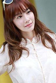 韩国女明星金雅中时尚街拍图片
