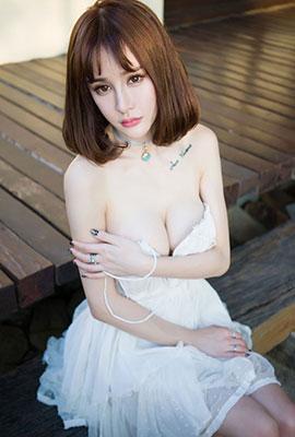 嫩模Cheryl青树唯美清新沙滩写真