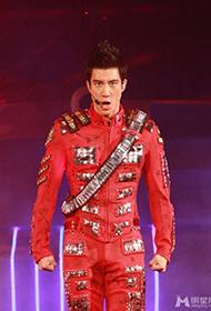 王力宏香港演唱会与女模暧昧大跳贴身热舞