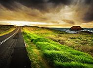 黄昏下的道路风景意境图片