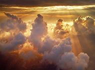 色彩绚烂的火烧云天空图片