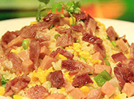 美味可口的培根火腿炒饭图片