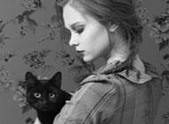 帅哥美女抱着猫咪黑白头像