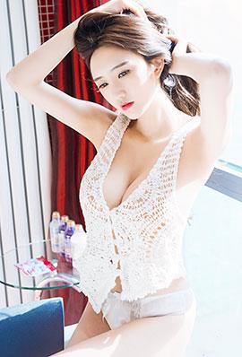 性感美女王明明丰满酥胸图片