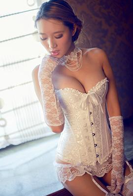 蕾丝美女大秀丰满身材性感照片