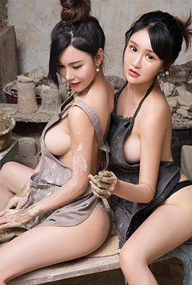 性感女神户外大尺度人体艺术写真