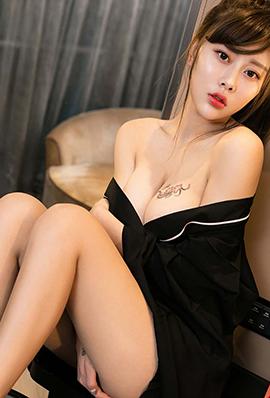 90后美女艺宁最新性感私房照
