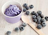 蓝莓冰淇淋高清摄影图片