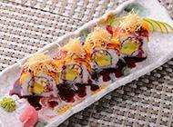 材料丰富的日本寿司卷图片