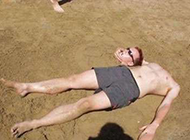 沙滩雷人恶搞趣图