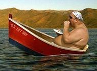 爆笑胖子坐船恶搞图片
