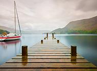湖畔的木桥风景高清摄影图片