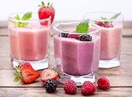 鲜榨桑葚草莓果汁图片素材