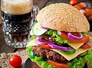 材料丰富的可口牛肉汉堡图片