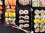 韩国料理店的寿司饭团图片
