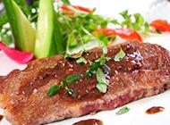 肉汁鲜嫩的法式香煎牛排图片