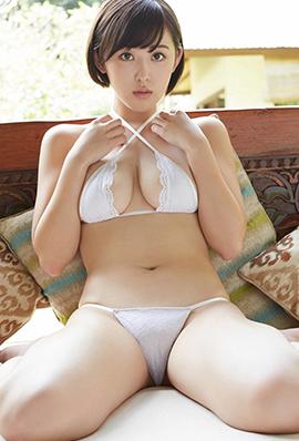 日本短发模特性感比基尼外拍写真