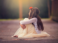 可爱的小女孩唯美背景图片