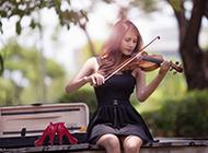 拉小提琴的美女背景图片素材