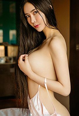 成熟气质美女李欣儿性感睡衣写真