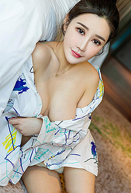 性感模特赫连露娜睡衣露胸诱惑写真