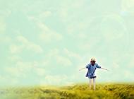 清新怡人的漫画绿色草原背景图片