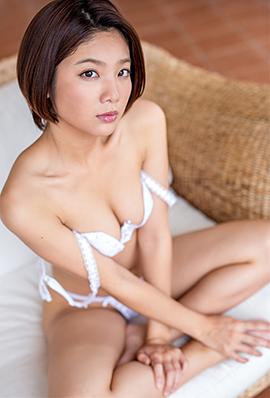 日本90后嫩模迷人大尺度内衣写真