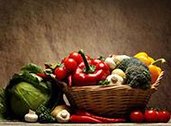 一篮子新鲜的瓜果蔬菜图
