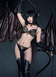 妖艳的恶魔Cosplay美女图片