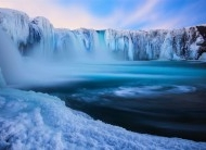 冰山瀑布桌面壁纸图片