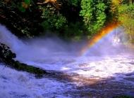 雨后彩虹桥瀑布电脑桌面壁纸