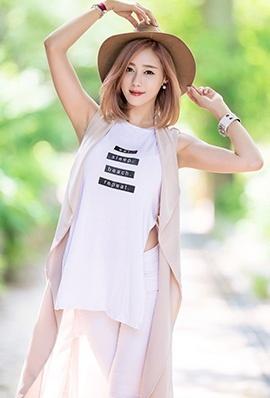 韩国美女金河律街拍写真唯美迷人
