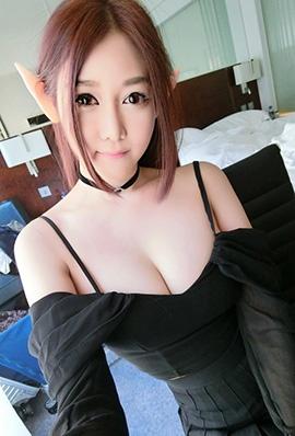 美女模特Naomi Liu性感私房照酥胸诱人