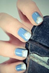 小清新的蓝天白云图案彩绘美甲图片