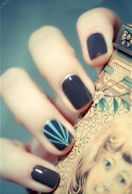 简单又好看的的深灰色短指甲美甲图片
