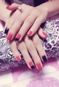 2017新款简单又好看的红色搭配黑色短指甲美甲图片