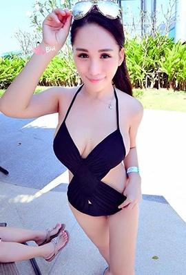 台湾美女Bivi华华性感自拍照巨乳诱人