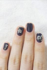 满天星花朵图案彩绘美甲图片