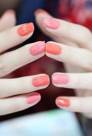 简单的橘红色显手白法式美甲图片