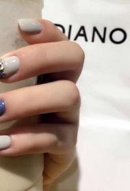2017新款简单的紫色搭配灰色方头短指甲美甲图片