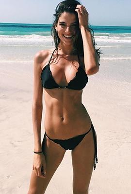 骨感美女Rafaella Consentino沙滩比基尼写真