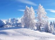 高山雪景高清桌面壁纸