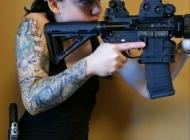 女生花臂纹身图片充满自信