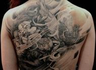 个性女孩满背霸气的凤凰纹身图案