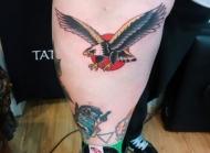 雄鹰展翅,腿部老鹰纹身图案