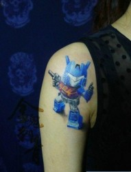一张卡通变形金刚机器人纹身图片