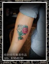手臂唯美流行的玫瑰花纹身图片