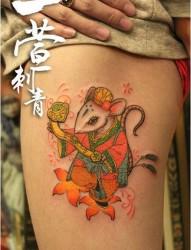 美女腿部可爱的老鼠纹身图片